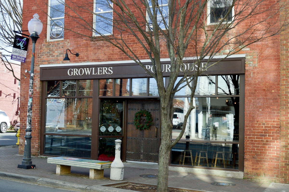 A restaurant review of Growlers Pourhouse and the Crepe Cellar in Charlotte North Carolina. & Restaurant Snapshot: Growlers Pourhouse and Crepe Cellar in ...