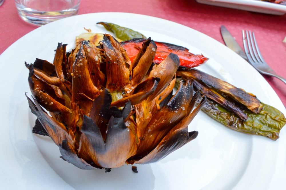 11 Must Eat Foods in Catalonia, Spain – From Spanish ham to fresh seafood, Catalonia has some of the best food in the world. Here are 11 foods you must try!